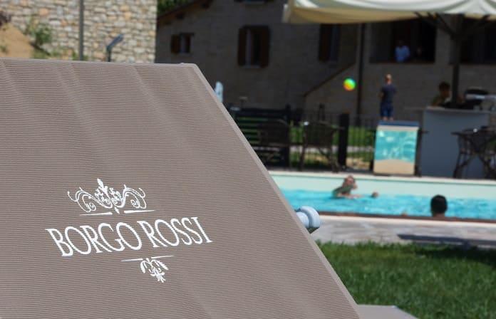 La piscina dell'agriturismo Borgo Rossi a Brisighella vicino a Faenza